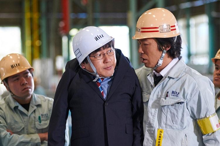 「前田建設ファンタジー営業部」より、本多力演じるチカダ(中央)。