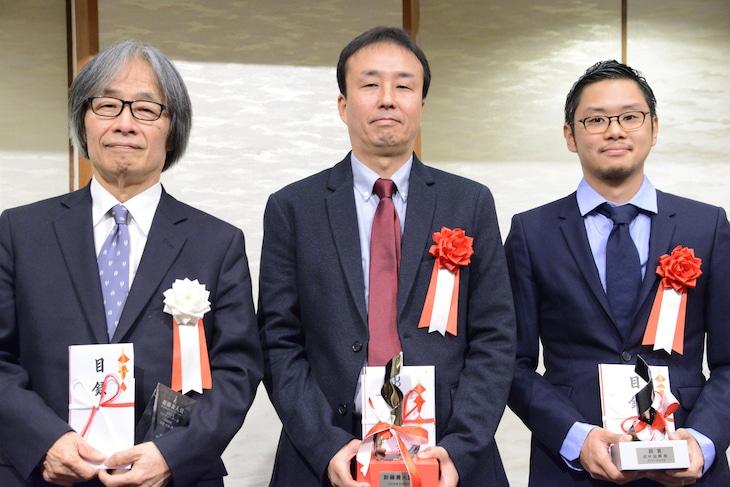 2019年度新藤兼人賞の授賞式の様子。左から河村光庸、村上浩康、田中征爾。