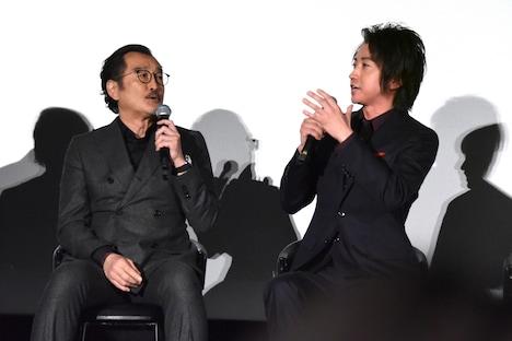 「ルパンと共演したかった……」「俺もそうだよ」と言い合う藤原竜也(右)と吉田鋼太郎(左)。