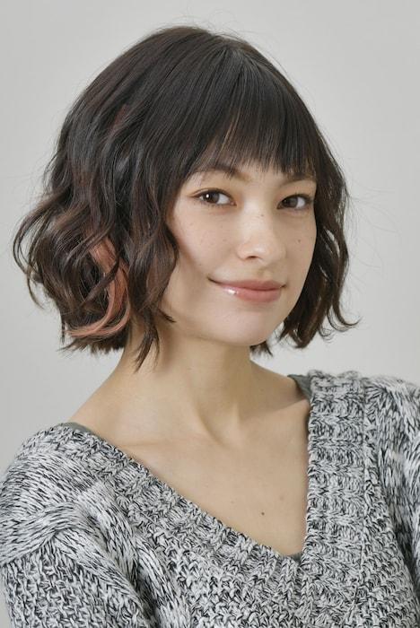 太田莉菜演じる高杉梅。
