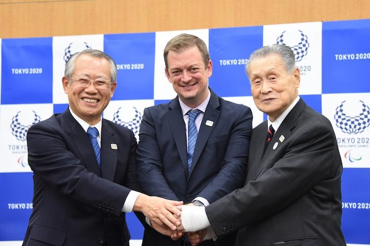 東京2020パラリンピック競技大会公式記録映像の制作発表記者会見の様子。左から上田良一、アンドリュー・パーソンズ、森喜朗。