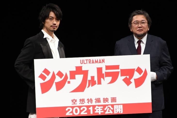 「TSUBURAYA CONVENTION 2019」内「シン・ウルトラマン」セッションの様子。左から斎藤工、樋口真嗣。