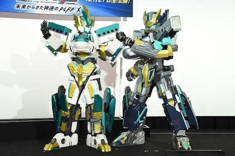 左からE5はやぶさ MkII、ALFA-X。