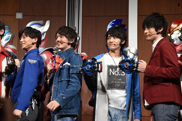左から井上祐貴、濱田龍臣、小池亮介、平田雄也。