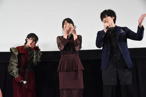 左から山本千尋、矢島舞美、久保田悠来。