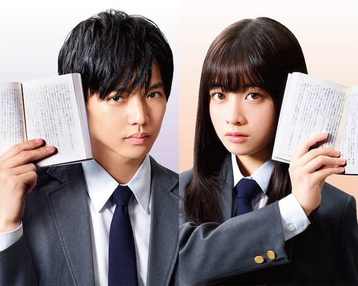 左から佐藤大樹演じる千谷一也、橋本環奈演じる小余綾詩凪。