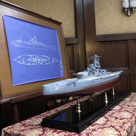 「アルキメデスの大戦」に登場した平山案の新しい戦艦の模型(120分の1の大和模型)。