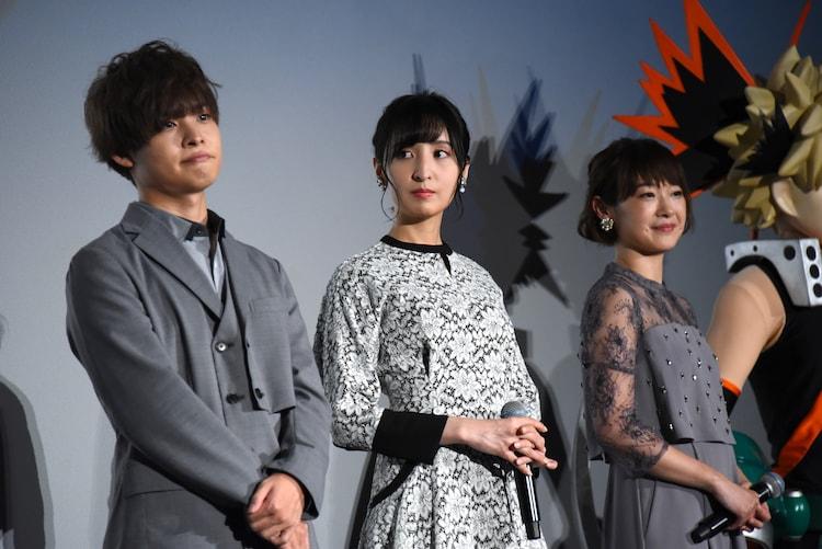 左から岡本信彦、佐倉綾音、寺崎裕香。