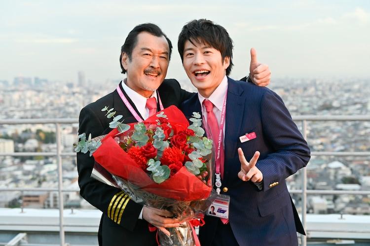 左から黒澤武蔵役の吉田鋼太郎、春田創一役の田中圭。