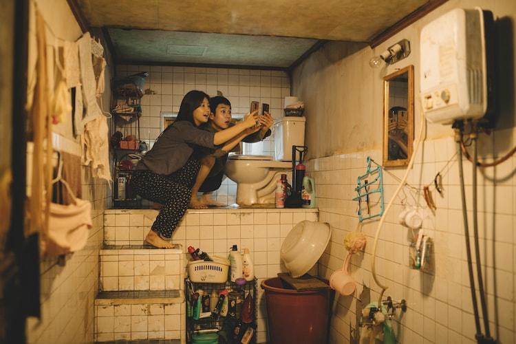 「パラサイト半地下の家族」の画像検索結果