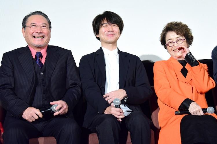 左から前田吟、吉岡秀隆、倍賞千恵子。