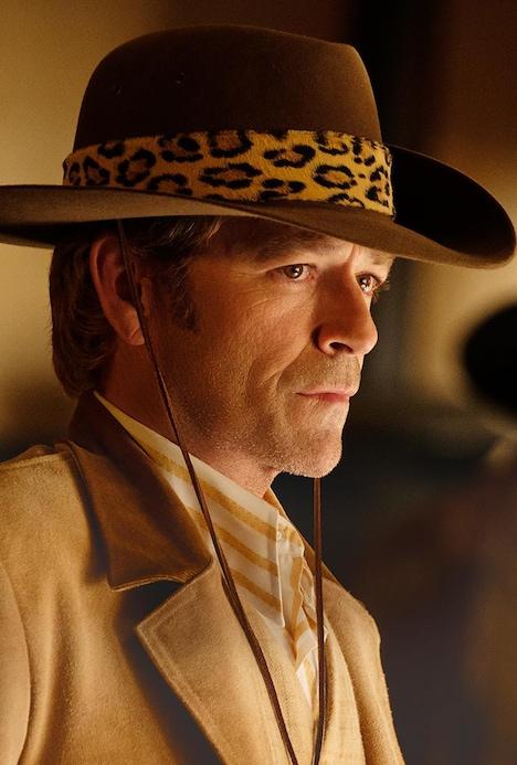 ルーク・ペリー演じるウェイン・マウンダー。