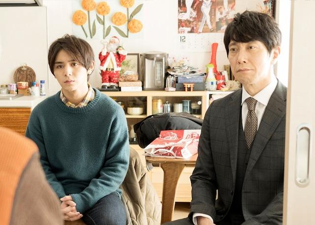 「記憶屋 あなたを忘れない」より、山田涼介演じる遼一(左)と佐々木蔵之介扮する高原(右)。