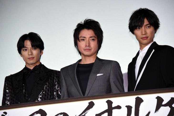 「カイジ ファイナルゲーム」初日舞台挨拶の様子。左から新田真剣佑、藤原竜也、福士蒼汰。