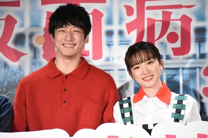 「仮面病棟」公開記念イベントの様子。左から坂口健太郎、永野芽郁。