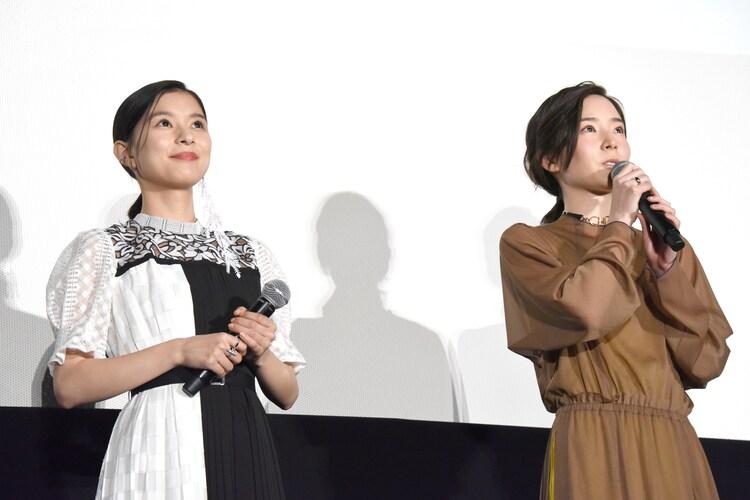 左から芳根京子、蓮佛美沙子。