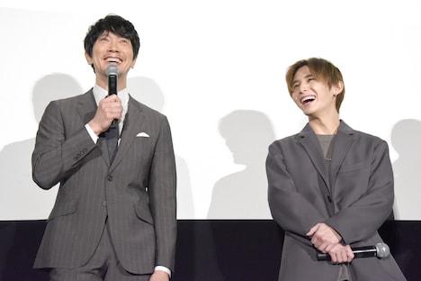 「アイドルの山田は全然違う」と、Hey! Say! JUMPのコンサートに行った思い出を語る佐々木蔵之介(左)。山田涼介(右)は、開演直後に関係者席にいた佐々木を発見したという。