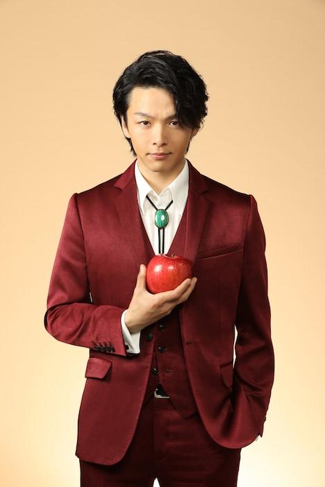 中村倫也演じる明智五郎。