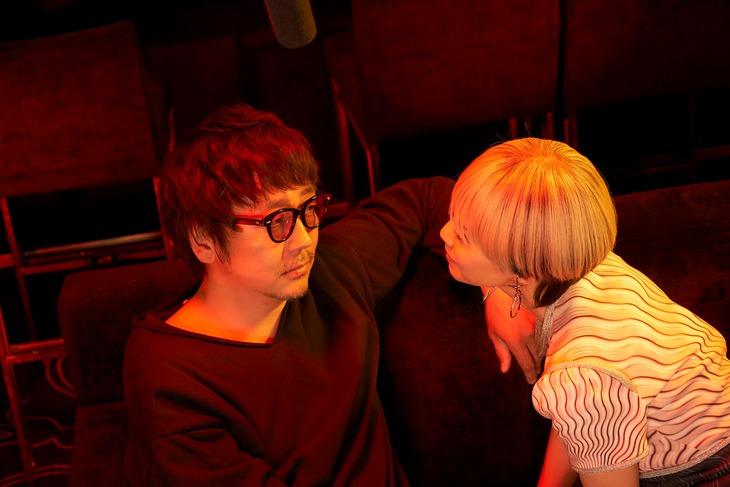 「FOLLOWERS」より、大森南朋演じるナオ(左)。