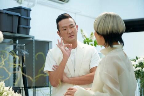 「FOLLOWERS」より、中村獅童演じるイサム(左)。