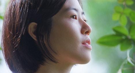 「椿の庭」より、シム・ウンギョン演じる渚。