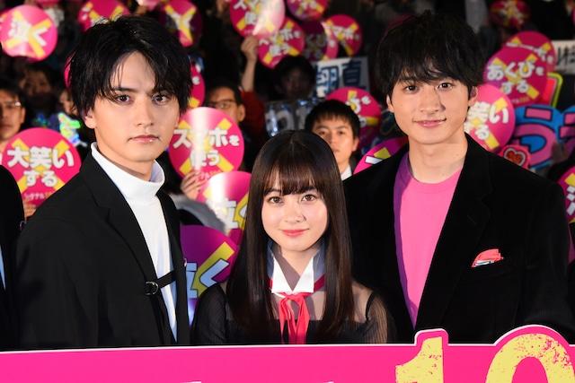「シグナル100」初日舞台挨拶の様子。左から瀬戸利樹、橋本環奈、小関裕太。