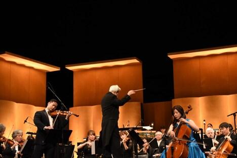 オーケストラによる演奏の様子。