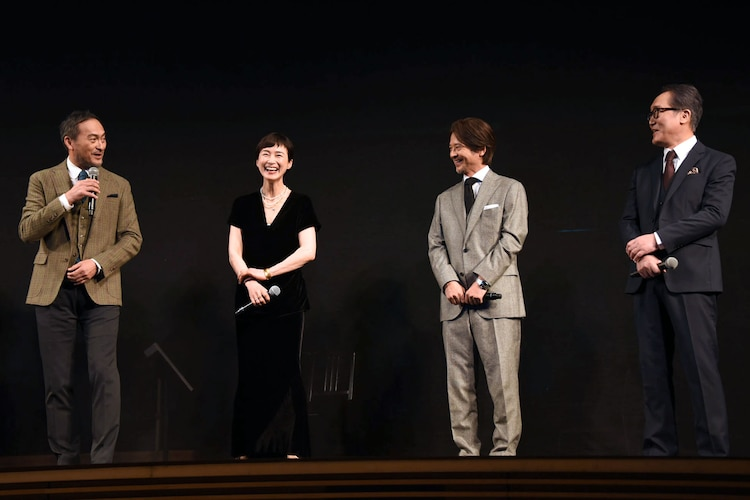 左から渡辺謙、安田成美、緒形直人、佐野史郎。