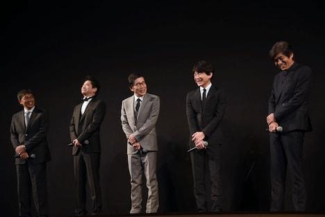 左から若松節朗、萩原聖人、平田満、吉岡秀隆、佐藤浩市。
