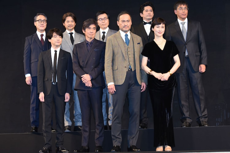 前列左から吉岡秀隆、佐藤浩市、渡辺謙、安田成美。後列左から佐野史郎、緒形直人、平田満、萩原聖人、若松節朗。