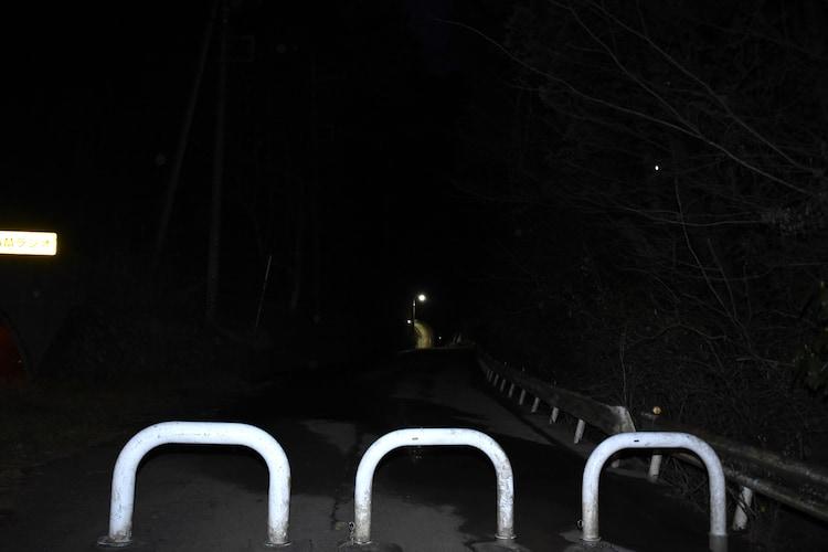 旧吹上トンネルへ向かう道の車止め。