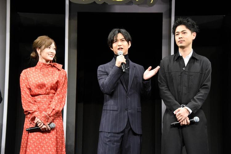 左から白石麻衣、千葉雄大、成田凌。