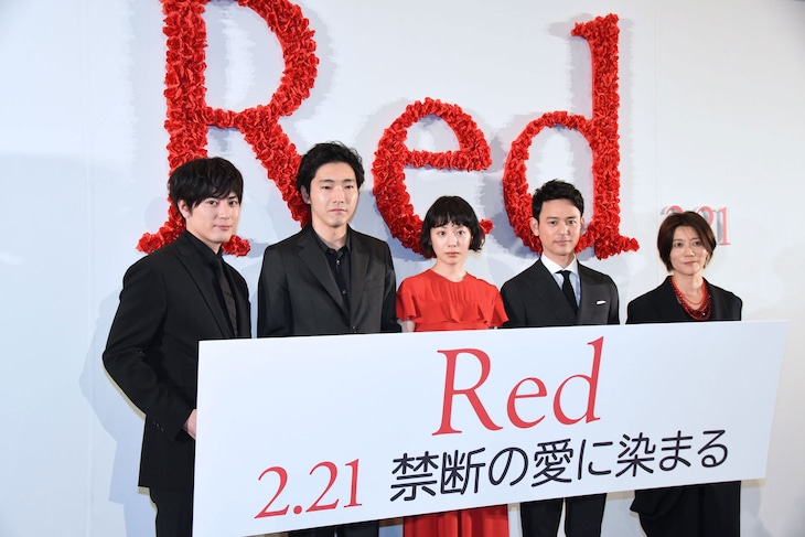 「Red」完成披露上映会にて、左から間宮祥太朗、柄本佑、夏帆、妻夫木聡、三島有紀子。