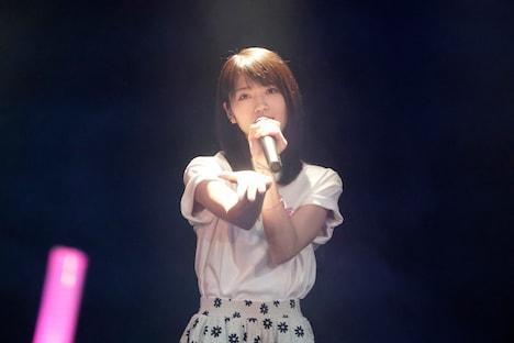 若月佑美演じる椎奈。