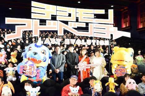 左からガブモン、田口智久、花江夏樹、松岡茉優、坂本千夏、アグモン。