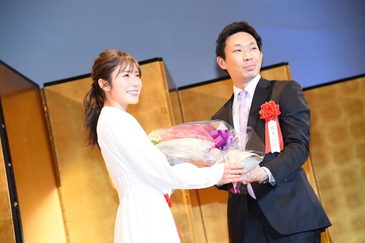 左から松岡茉優、「蜜蜂と遠雷」プロデューサーの石黒裕亮。
