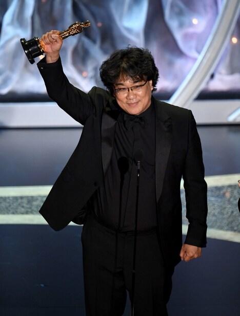 第92回アカデミー賞授賞式でのポン・ジュノ。(Photo by Kevin WinterGetty Images)