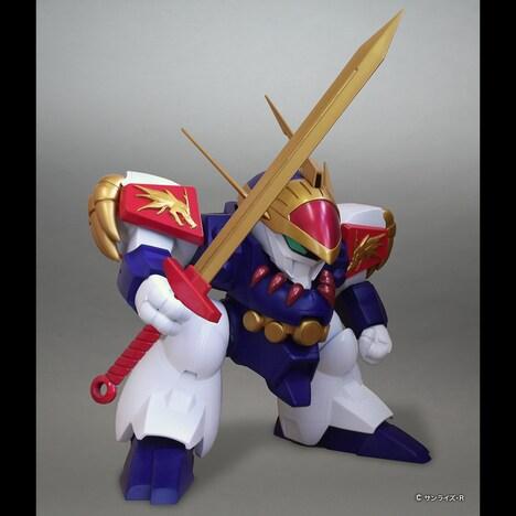 「ジャンボソフビフィギュア 龍神丸」右手に登龍剣を持った姿。