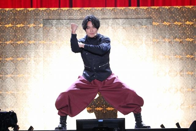 「SHAKA」を踊る白濱亜嵐。