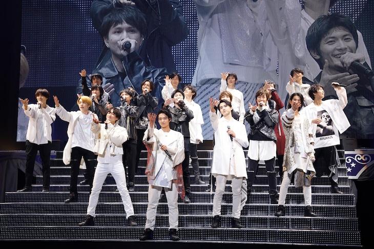 2月15日昼公演より、「Dear My Girl」パフォーマンスの様子。