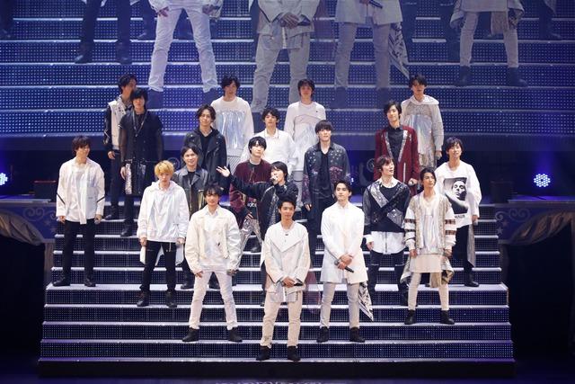 2月16日昼公演より、「Dear My Girl」パフォーマンスの様子。