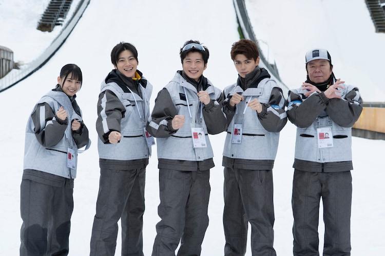左から小坂菜緒、山田裕貴、田中圭、眞栄田郷敦、古田新太。