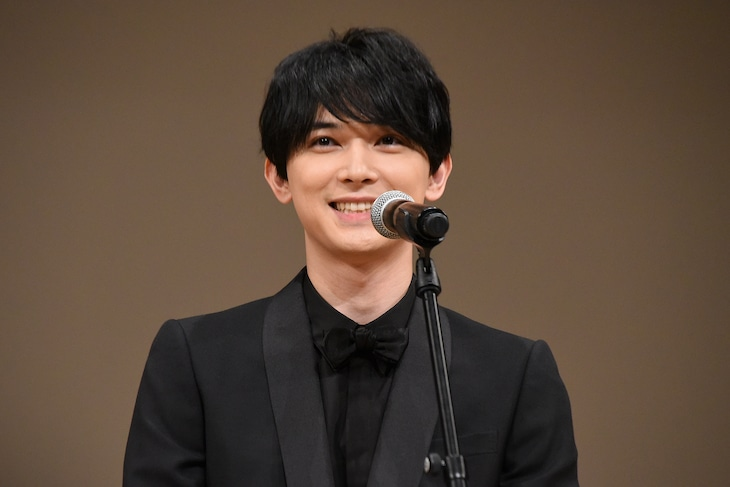 第62回ブルーリボン賞の授賞式に出席した吉沢亮。