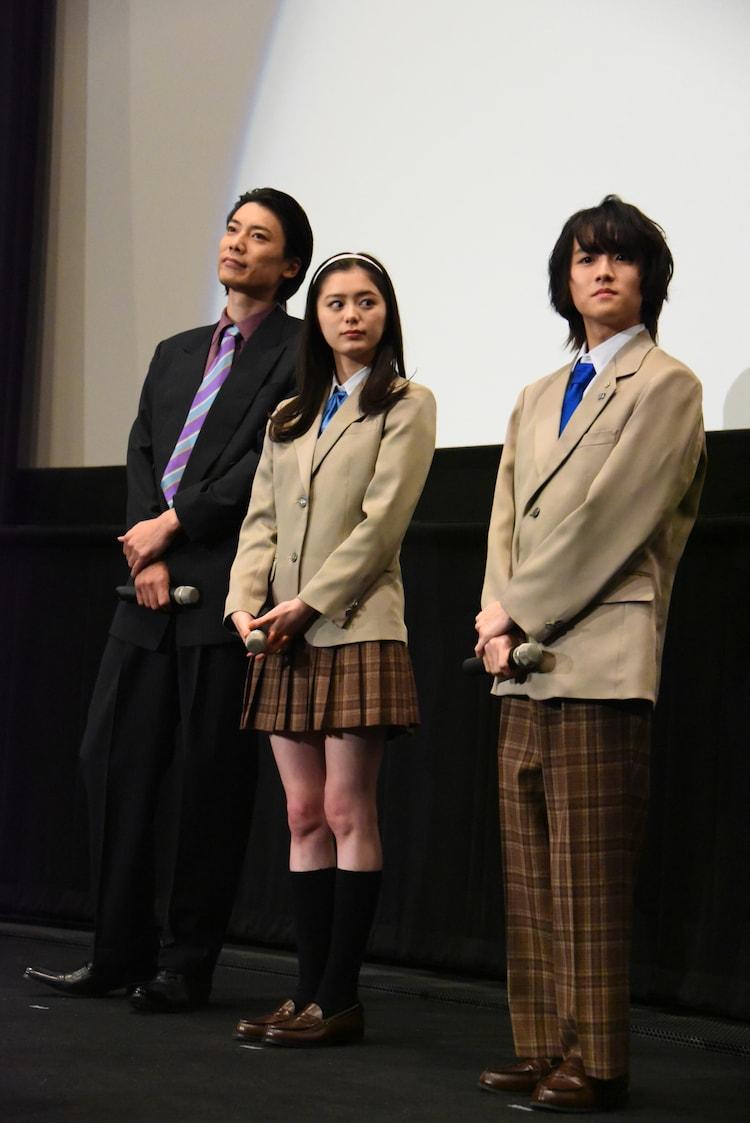 左から兼崎健太郎、紺野彩夏、板垣李光人。