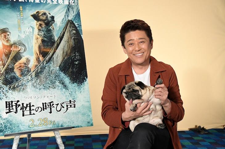 坂上忍と愛犬パグゾウ。