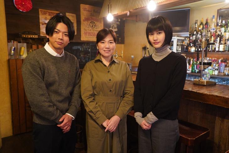 左から増田貴久、柚月裕子、橋本愛。