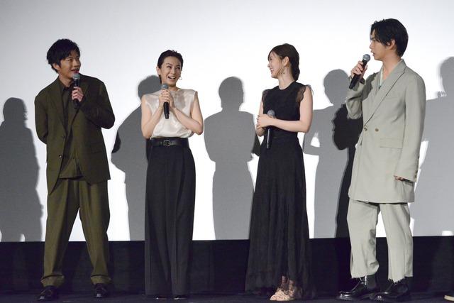田中圭(左)に「泣いてる!」と言われ「やんのか!」と返す千葉雄大(右)。