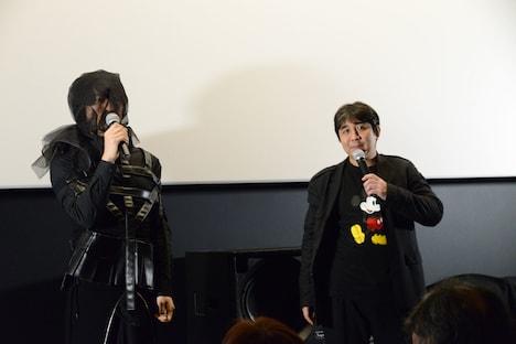 左から齊藤工、岩田和明。