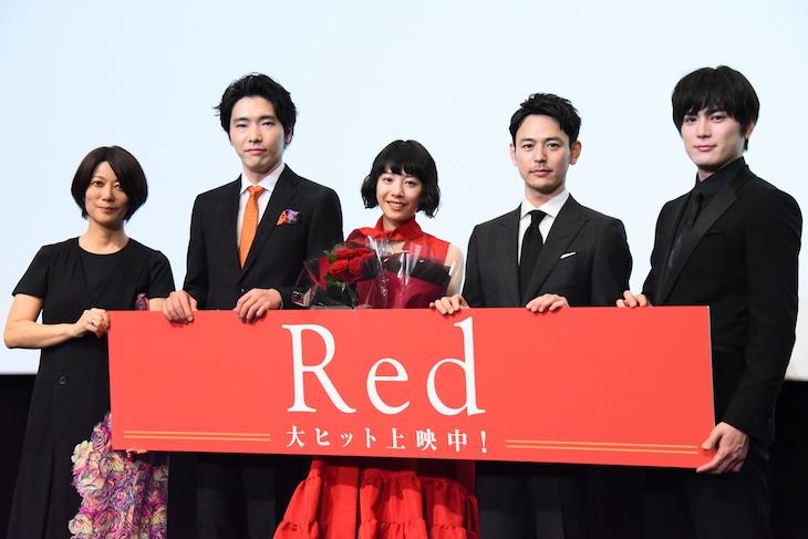 「Red」公開記念舞台挨拶の様子。左から三島有紀子、柄本佑、夏帆、妻夫木聡、間宮祥太朗。