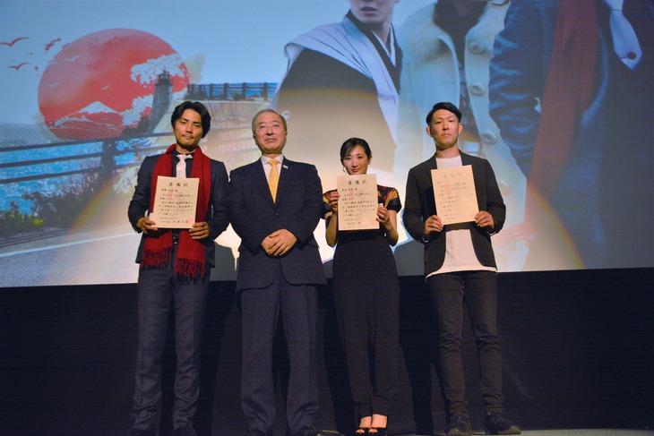 松江観光大使委嘱式の様子。左から毎熊克哉、松浦正敬、武田梨奈、青山フォール勝ち。